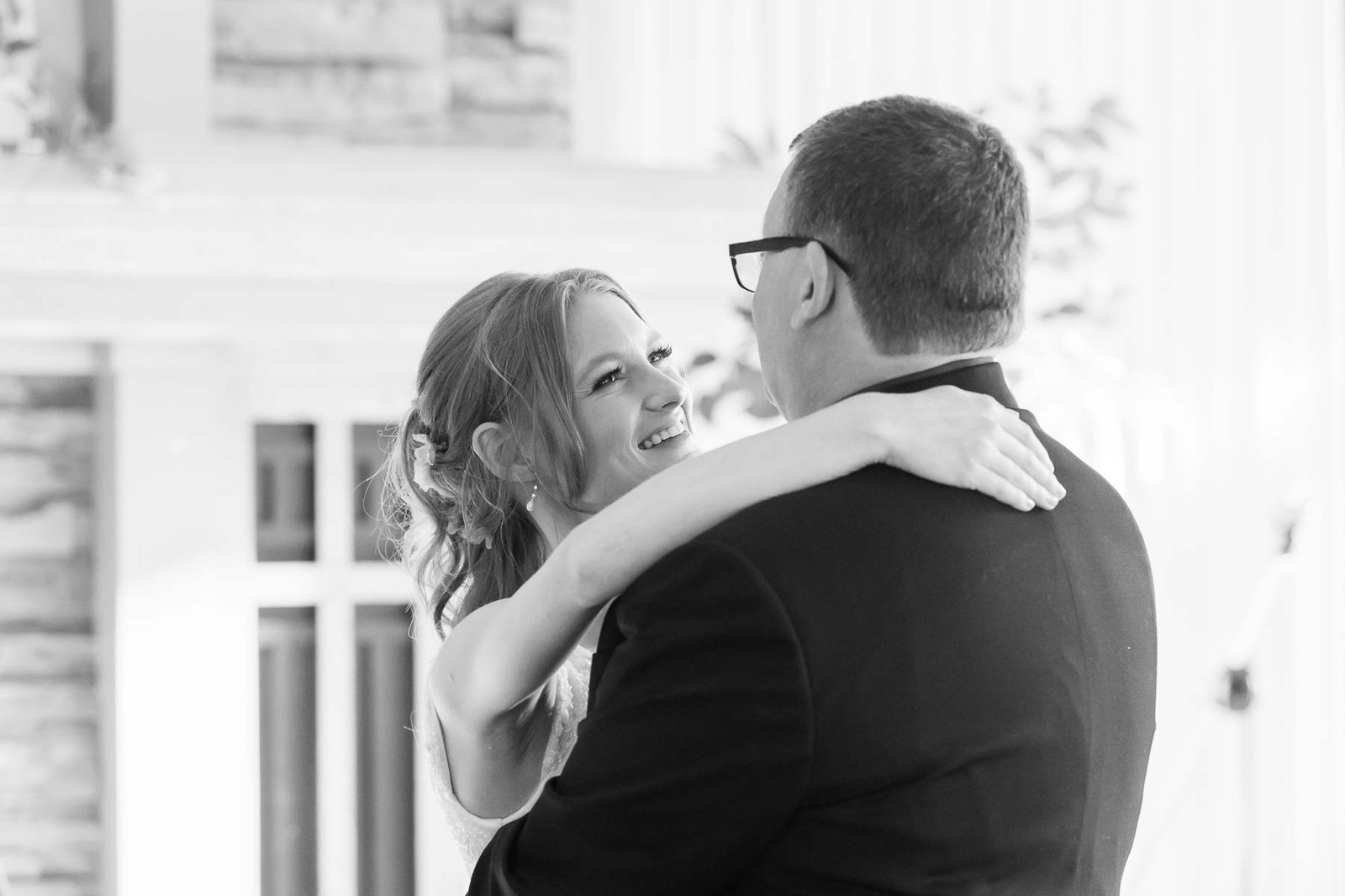 Daddy daughter dance at River Oaks wedding venue